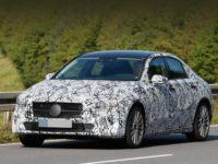 Седан Mercedes-Benz A-класса заметили во время тестов