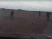 Появилось видео, на котором боевики давят сирийских военных бронетранспортером
